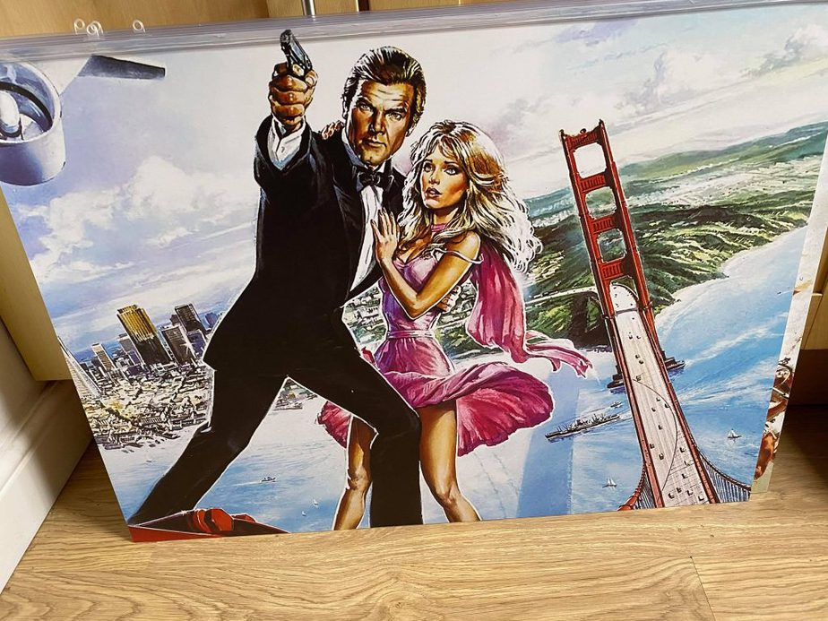Bond Picture 11
